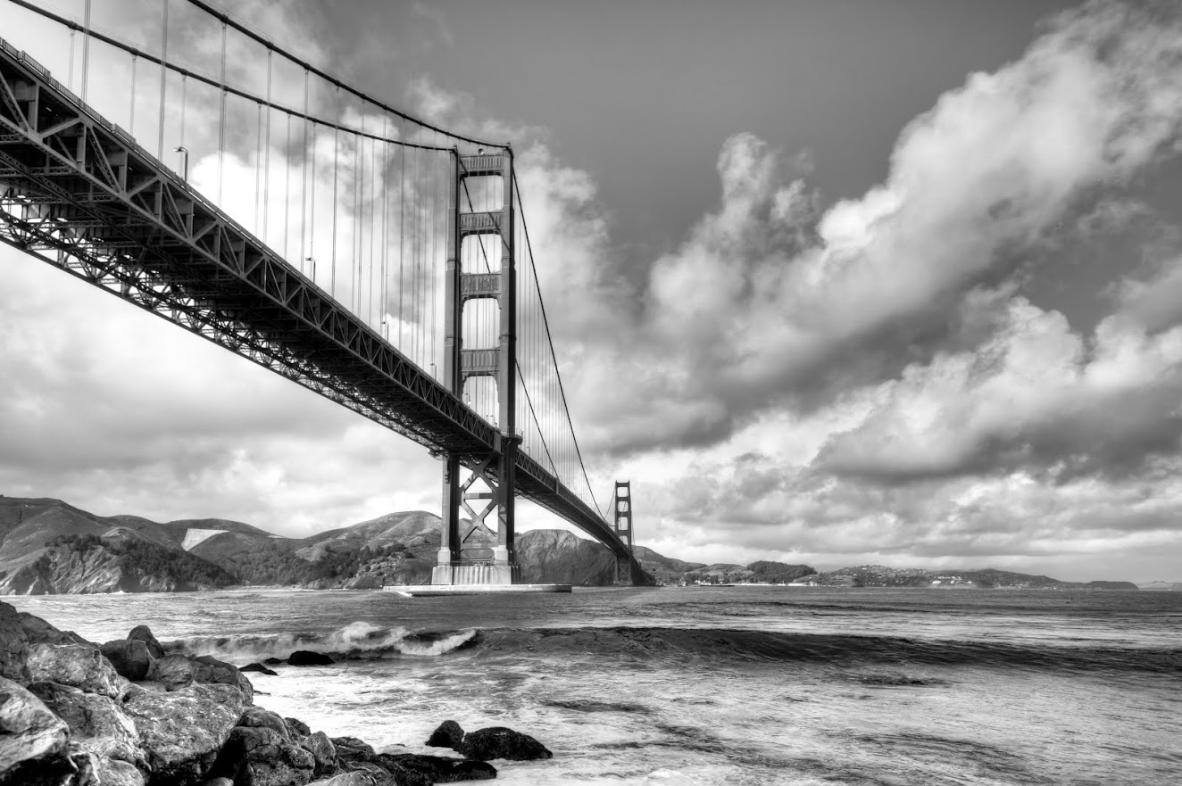 Photo of GG Bridge with cloudy sky
